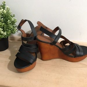 Lucky Brand women sandals/shoes size 6M